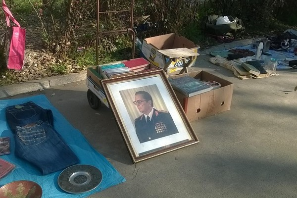 Crtica sa Bulevara: Tito na rasprodaji i poneka psovka