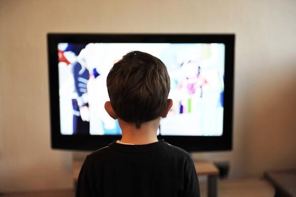 ISTRAŽIVANJA: Zvuci sa TV negativno utiču na igru dece