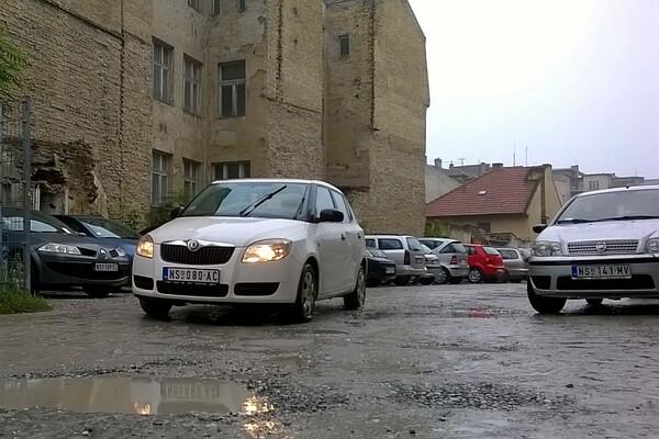Zatvara se privremeni parking u Narodnih heroja