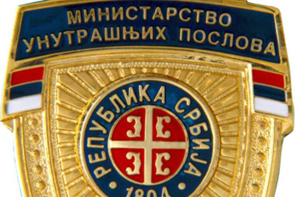 Policijski službenik i njegov kompanjon prodavali falsifikovane službene značke MUP-a
