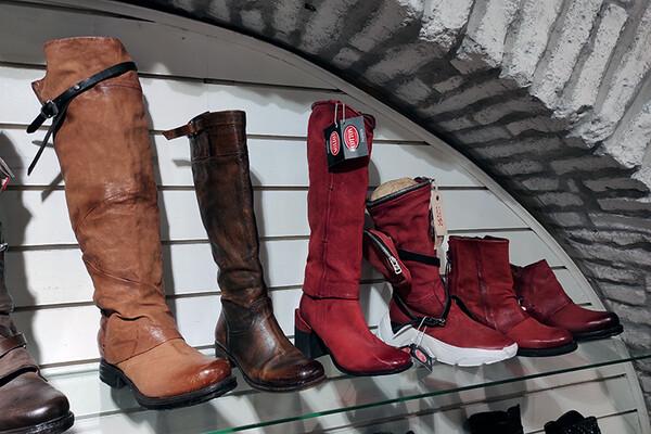 JESENJA OBUĆA:Evo kakva je ponuda muških i ženskih cipela i koliko morate da izdvojite za njih(FOTO)